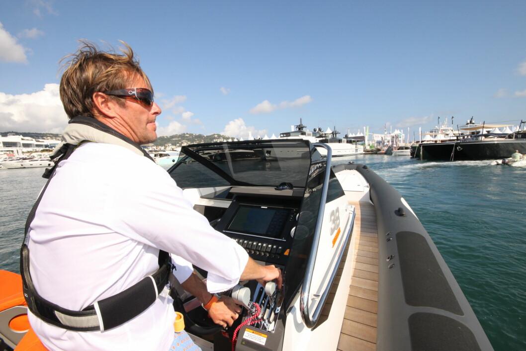 Pål Solli bak rattet på Goldfish 38