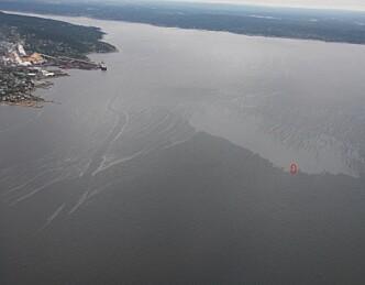14 000 liter olje havnet på fjorden