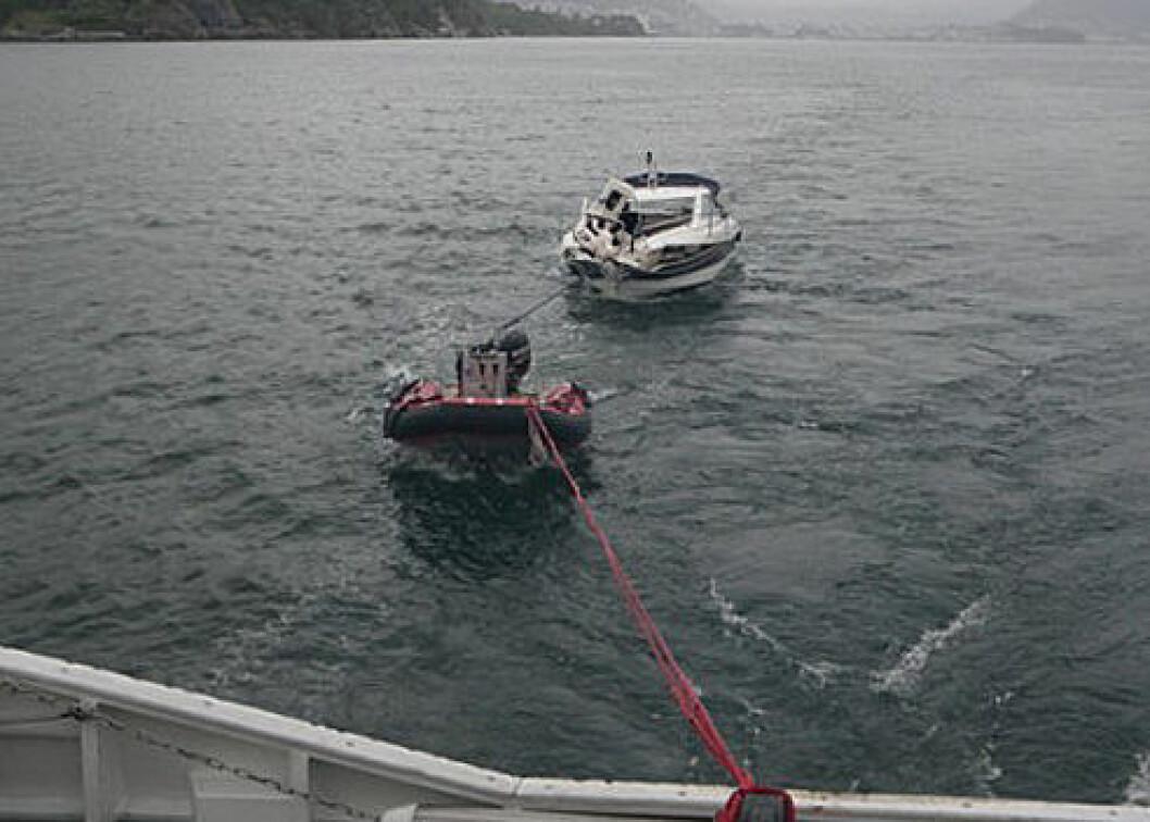 Fritidsbåt i fjellveggen