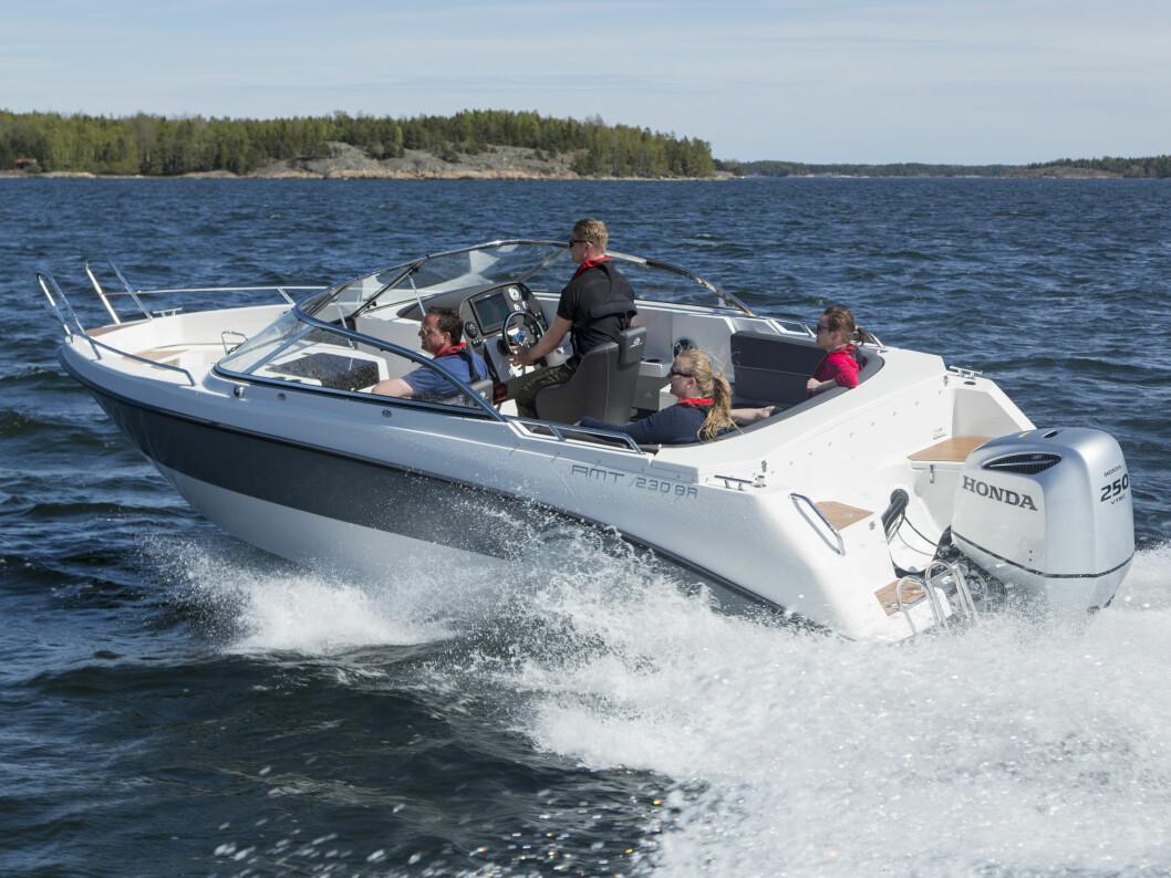 MED HONDA: Norskeide Oceanmaster får fra nyttår Honda på hekken.