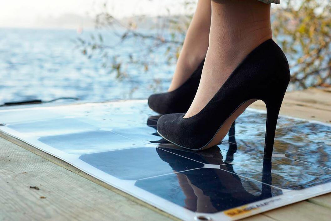 SOLID: Med et solcellepanel som tåler mye kan det plasseres på de fleste steder på båten.
