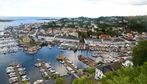 Tommelen opp for Risør Trebåtfestival