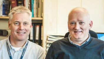 LEDERE: Tore Nygaard (til venstre) er leder for alle de fem kystradiostasjonene i Norge, mens Bjørn Christer Olsen er øverste sjef ved Rogaland Radio.