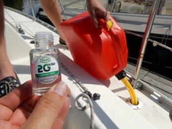 KLAR: 2G Marine er klar som vann og helt luktfri. Ikke rart mange har lyst å smake.