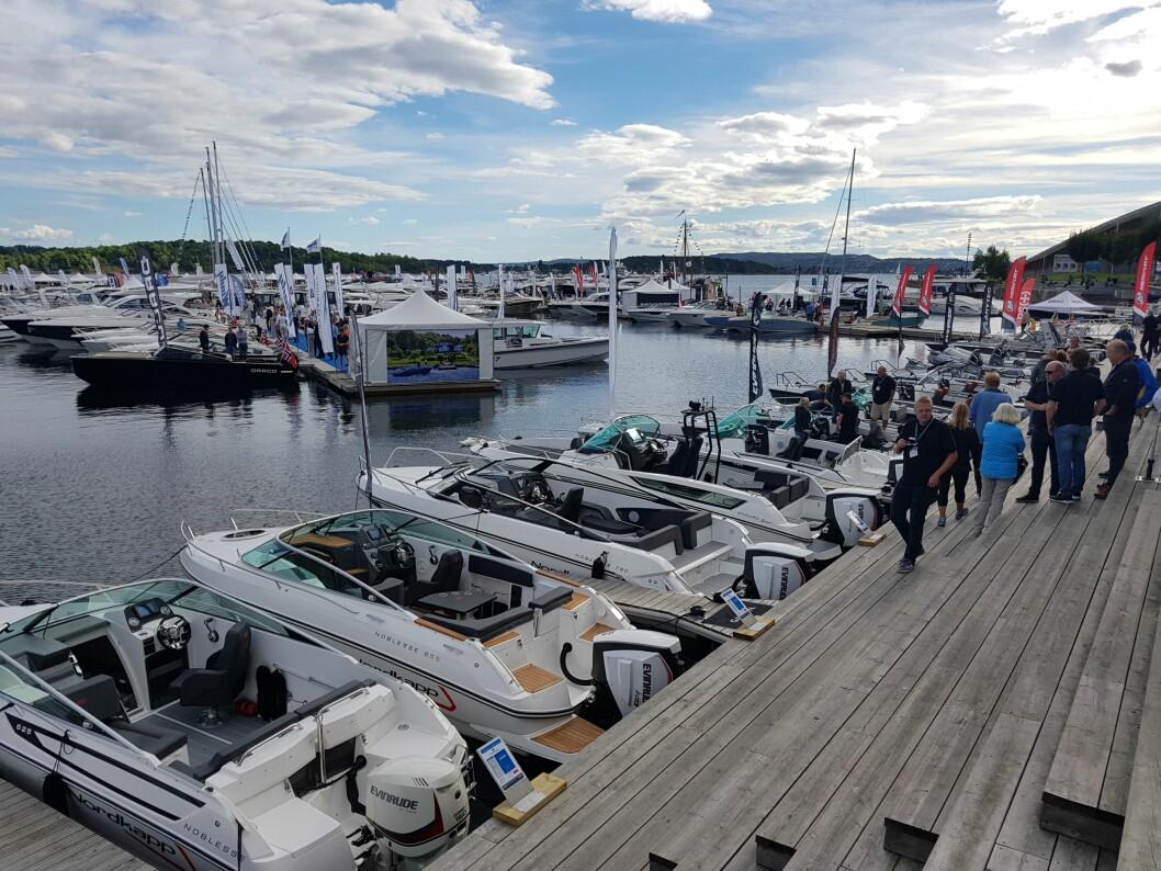 BÅTER I SJØEN: Norges største flytende båtmesse.