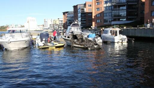 Brann og tyveri i båthavn
