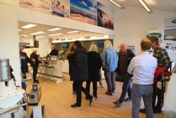 ÅPNING: Bransjen og kunder fikk se de nye lokalene til SG Marine under åpningen.