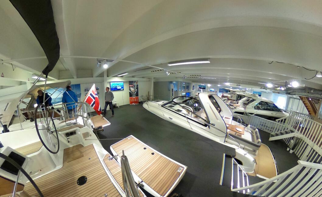 STORBÅTMESSEN: Fra hallen med seilbåter og motorbåter fra Bavaria.