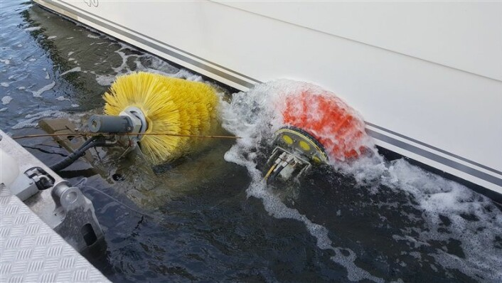 VANNLINJE: Vaskemaskinen skal også rengjøre vannlinjen.