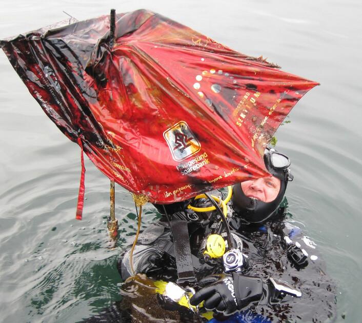 MYE AVFALL: Også på havets bunn samler det seg søppel, og Åge Wee har i flere år organisert rydding av sjøbunnen i Smedasundet i Haugesund.