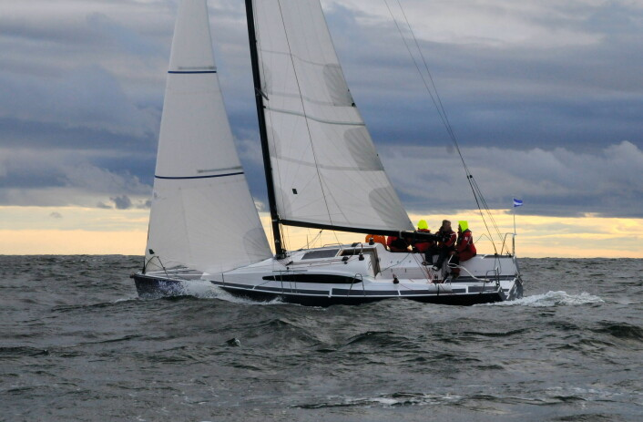 TIDLIG: Svenske HP1030 var tidlig ute med elektrisk motor. Løsningen egner seg for lettdrevet seilbåter.