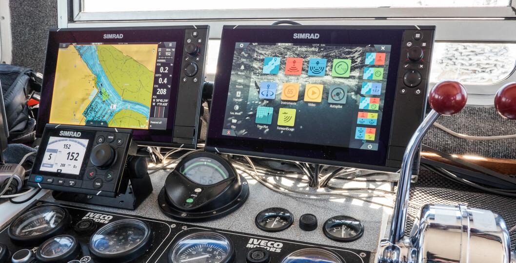 """TRENDER: Simrad NSS EVO3 12"""" x2 er manges drømmeoppsett. I England fikk Båtliv demonstrert hvordan en yrkesbåt til fiske og dykking utnyttet avansert teknologi."""