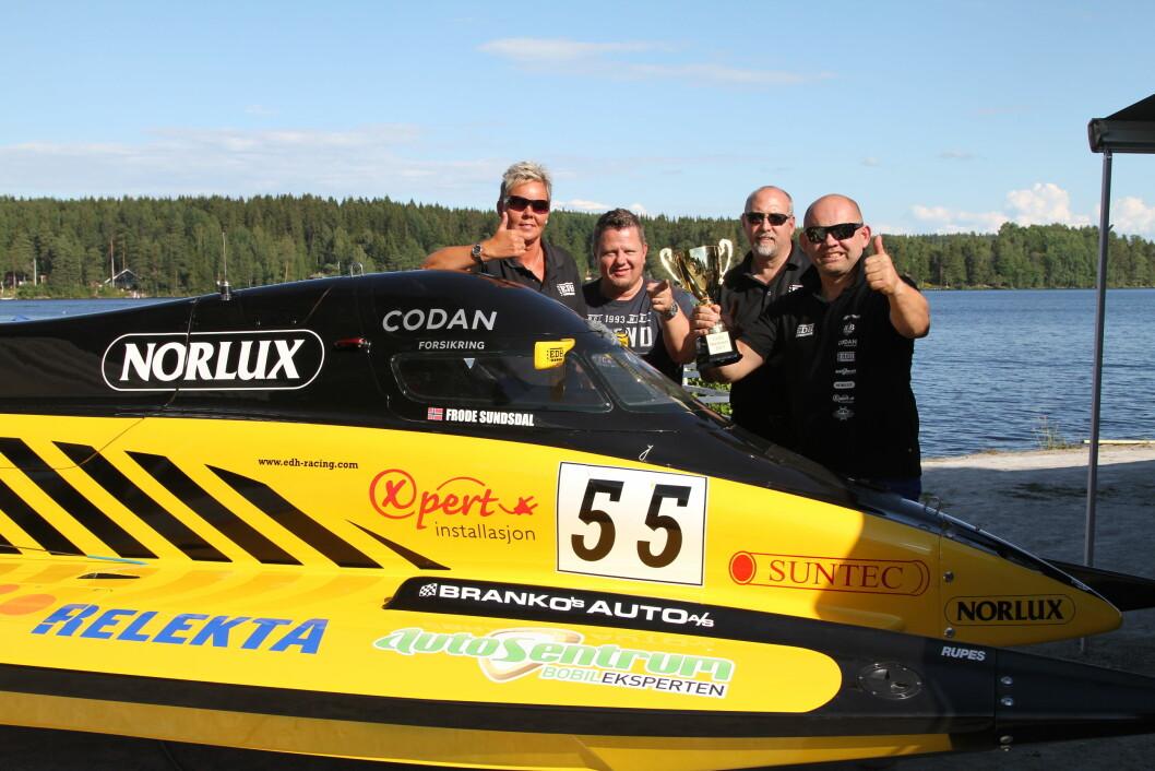 VANT: Med på turen til Sverige var propellekspert Freddy Thompson og hans samboer Sissel Eriksen sammen med sjefsmekaniker David Mc Cormick. De hadde nok alle større forhåpninger enn piloten selv. Og heldigvis gikk det veien for EDH racing teamet.