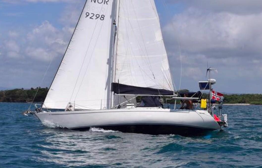 SYNKER: Norsk Winco 37 tar inn vann i Stillehavet.
