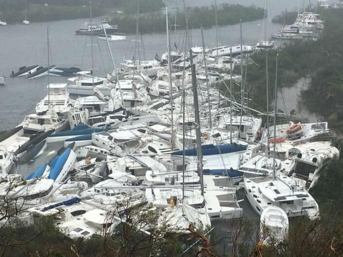 KNUST: Parquita Bay på Tortola skulle være en trygg havn for orkaner. Her ligger det en stor flåte charterbåter.