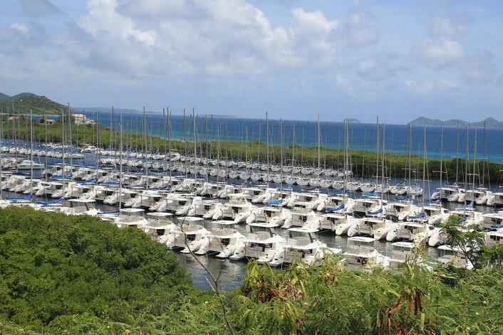 FØR: Parquita bay lå cherterbåtene   linet opp.