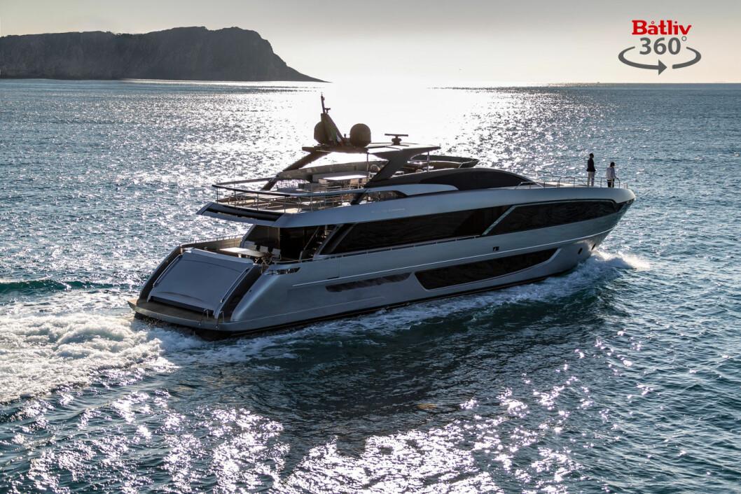 ZLATANS LUKSUSYACHT: Riva 100 Corsaro med hemmelig pris. Se 360-visning i båten i artikkelen.