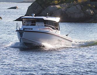 Praktisk og kompakt styrehusbåt fra Sting
