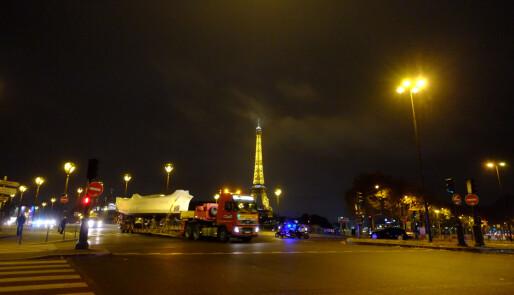 El-båtene inntar Paris