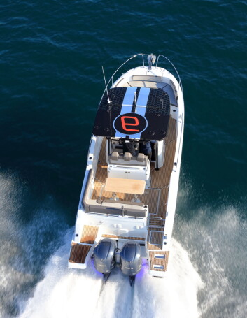 FUN: Jeanneau reklamerer med båt for «family fun».