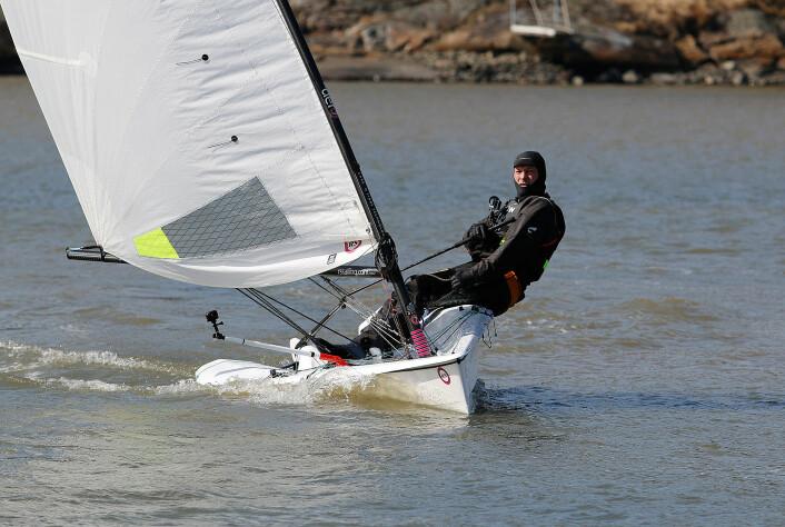 TRENING: Magne Klann ute å trener i sin RS Aero ut fra hjemmehavnen i Son.