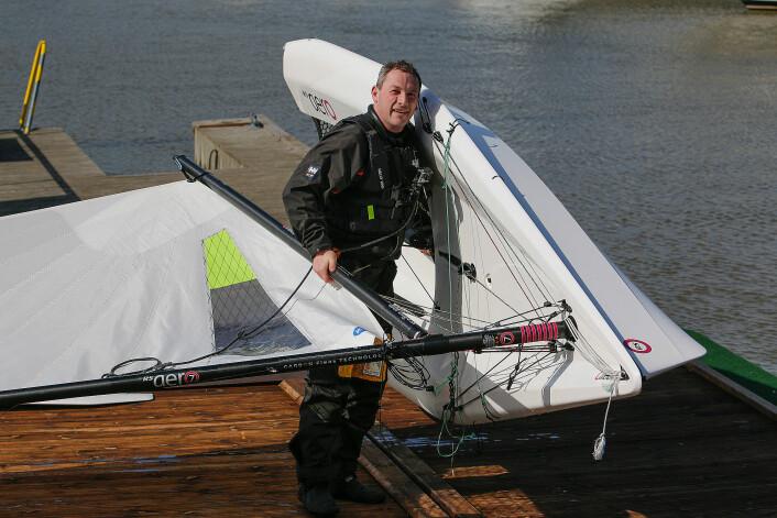LETT: En av grunnene til å seile RS Aero er den lave vekten. Klann kan bære båten opp på strender uten hjelp.