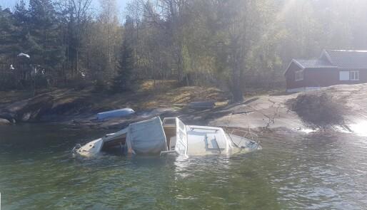 Forlatte båter og søppel