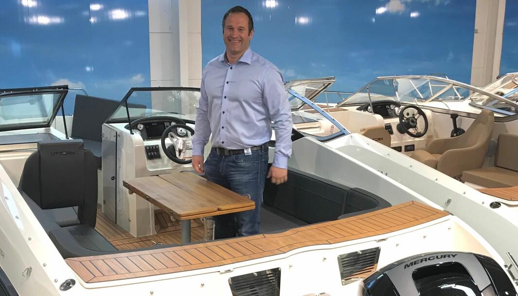Terje Bakken er CEO i Bakken Motor AS. Her viser han frem Uttern T62.