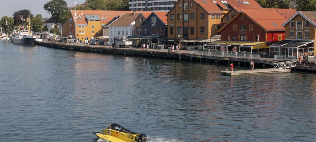 Hundre knop gjennom Tønsberg havn