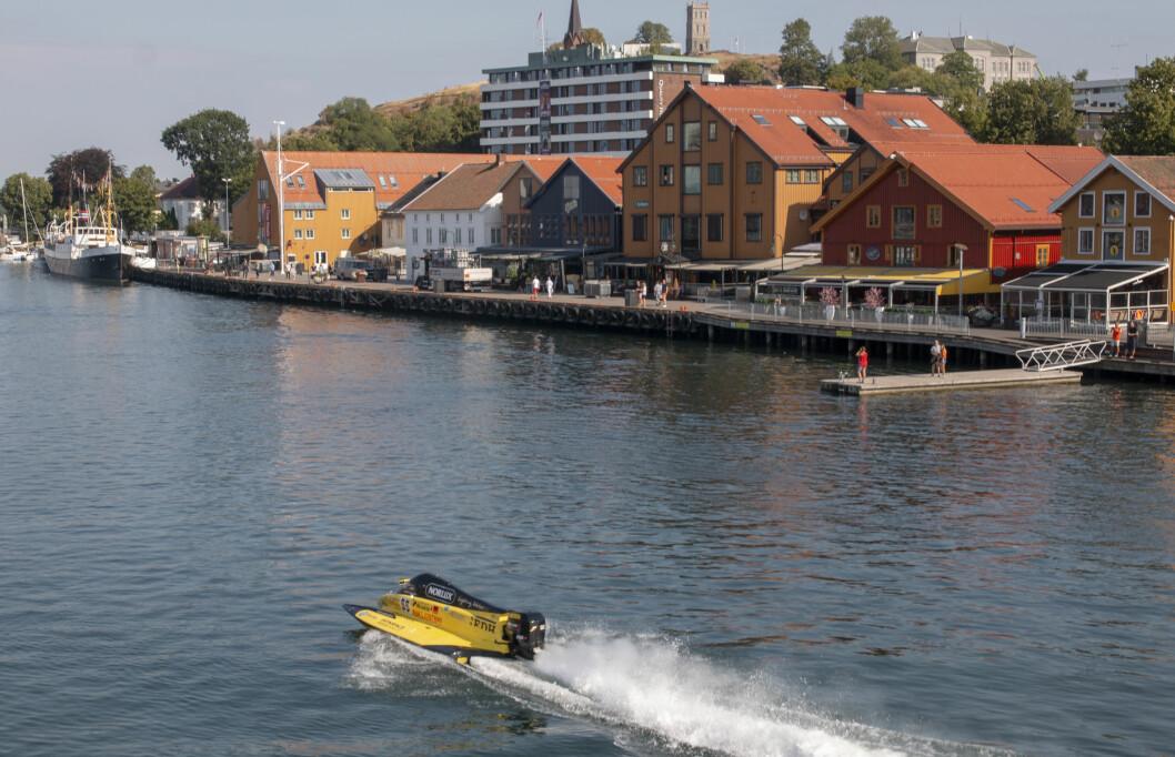 I HUNDRE KNOP: Frode Sundsdal tester banen i Tønsberg til helgens VM-runde i F2.