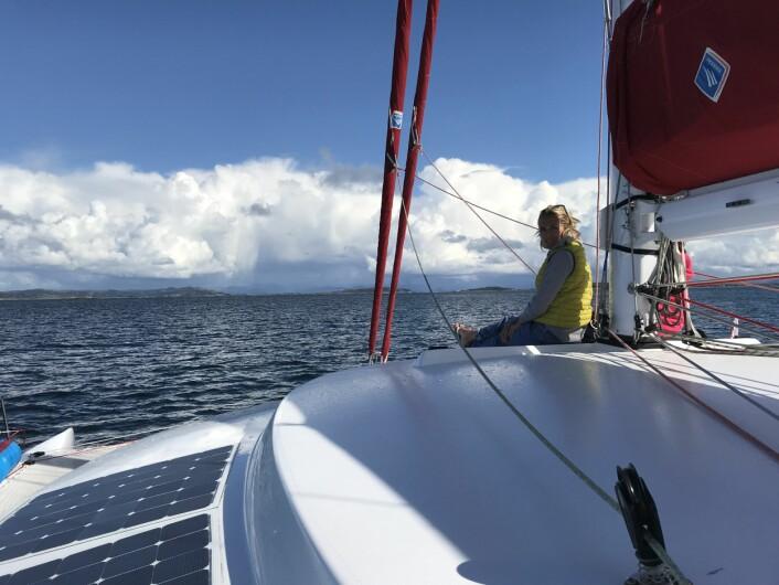 IMPONERT: Barbara Bruneel på fordekket, med kurs Kvitsøy vest for Stavanger.