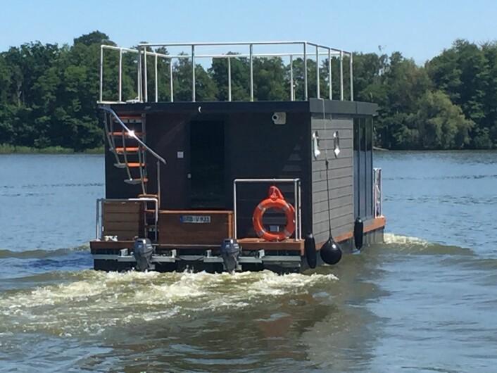 MOTOR: Husbåten har to påhengere.