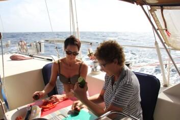 KJEMI: Livet blir tett i en båt. Det er viktig at samarbeidet fungerer for en velykket tur.