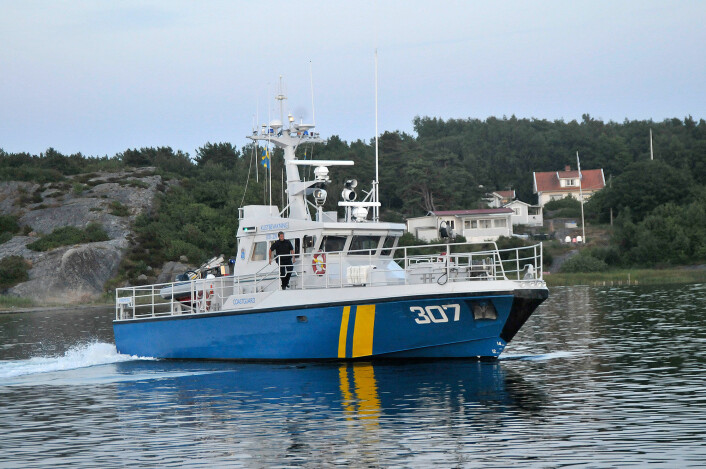 UPOPULÆR: Kustbevakningen sjekker båtførere. Antall bøter er på vei ned.