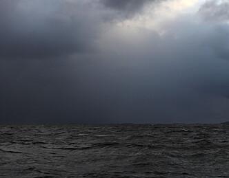 Mørke skyer gir vind