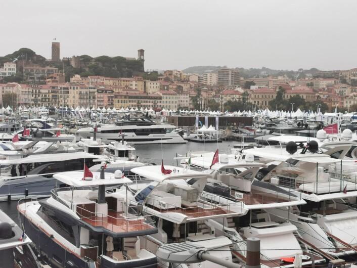 STØRST: Cannes Yachting Festival er største flytende båtmesse i Europa, og er i år blitt enda større.