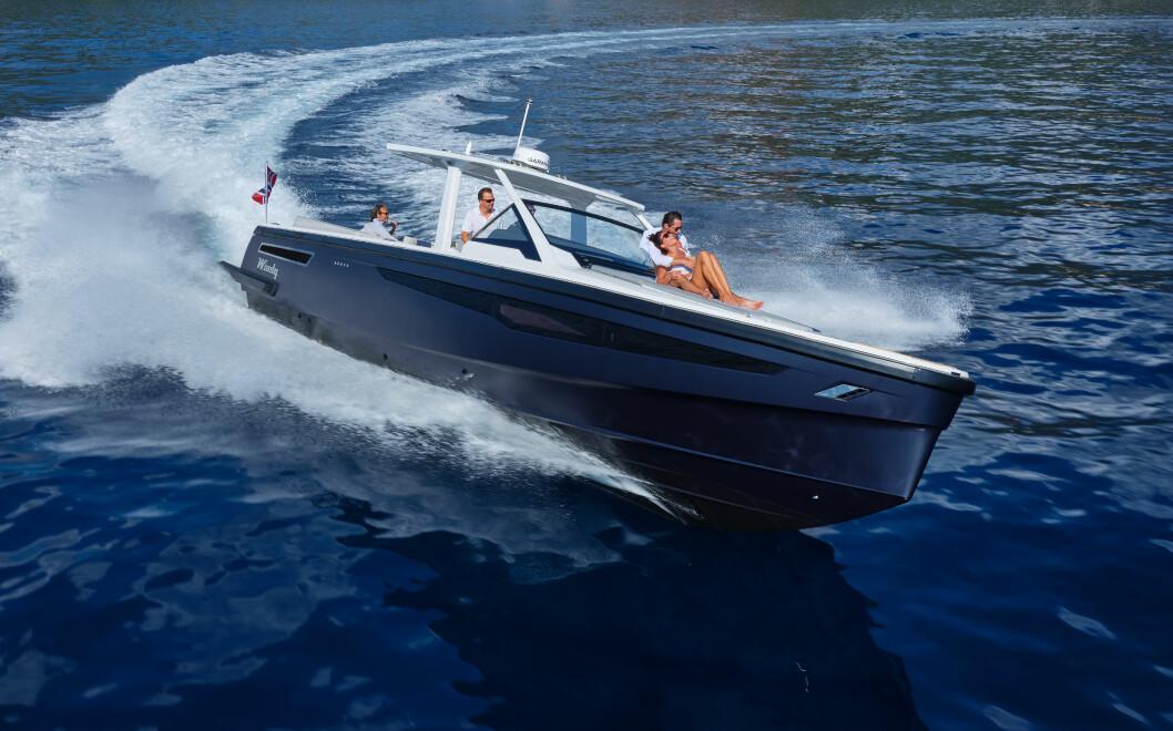 WINDY SR 44 BLACKHAWK: Båten ble lansert på Cannes Yachting Festival.