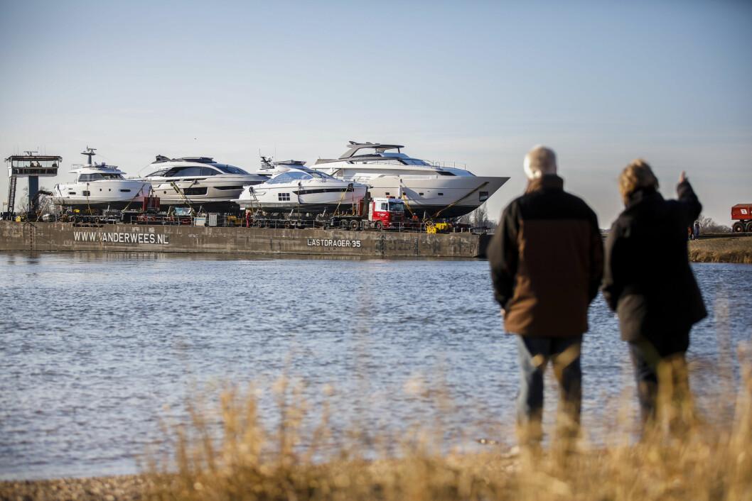 Bei strahlendem Winterwetter erreicht am 6. Januar  ein Ponton mit sechs Großyachten, die vom 18. bis 26. Januar auf der boot Düsseldorf zu sehen sind, die Anlegestelle an der Messe. 24 Stunden hatte die Fahrt vom Rotterdamer Hafen bis in die ...