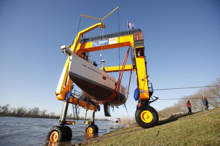 BIG WILLI: Kranen har potensiale for store båter.An seinem 40. erstrahlt der stramme Bursche ? 12,7 Meter groß, 11,4 Meter breit und 84 Tonnen schwer ? in neuem Glanz. Die schönen Tage im Herbst hatten die Maler genutzt, um ihn mit einem neuen, ...