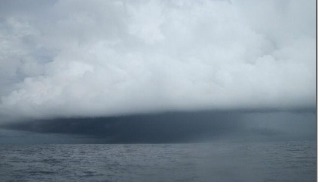 UVÆR: Mørke skyer forut.