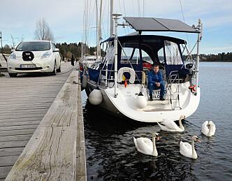Lader bilen fra båtens batterier