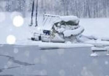 IS: Så lenge båten og isen ligger stille, blir ikke skroget skadet av is. Men seil og jolle ville nok ha godt av en tørr oppbevaring.