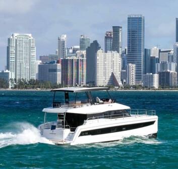 POWER: Katamaranprodusenten produserer også flerskrogsbåter som ikke benytter seg av vindkraft.