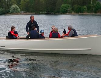 Elbåter kommer, tror svenskene