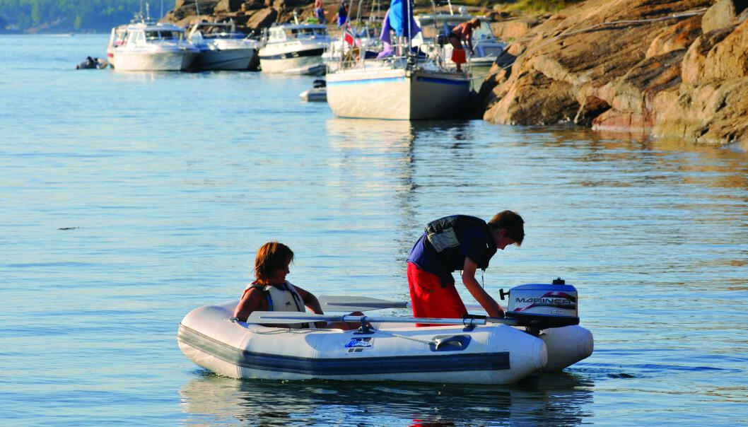 FART: Næringsministeren varsler at ti knops grensen for båtførere under 16 år kan bli fjernet allerede i sommer.