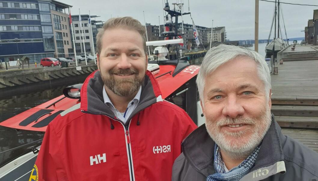Nicolai Kristiansen i Redningsselskapet og Ole Henrik Nissen-Lie har inngått samarbeid om trygt og godt båtliv.
