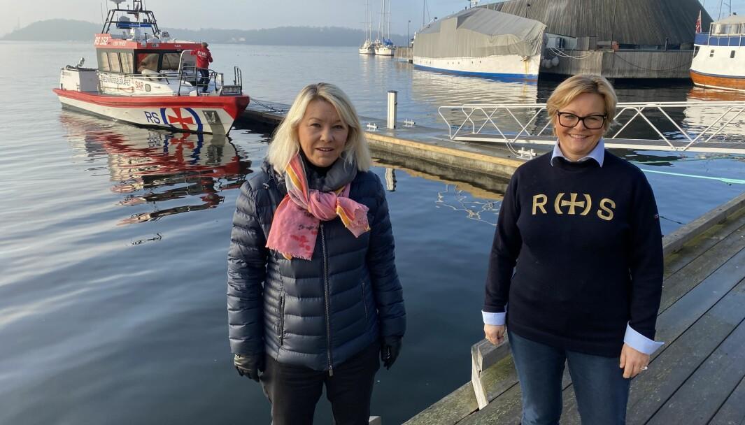 JA OG NEI: Redningsselskapet, her ved generalsekretær Rikke Lind (t.h.), rådet alle båtfolk til å holde seg på land. Justis- og beredskapsminister Monica Mæland mener det er bra å være på sjøen så lenge man er frisk. (FOTO: REDNINGSSELSKAPET)
