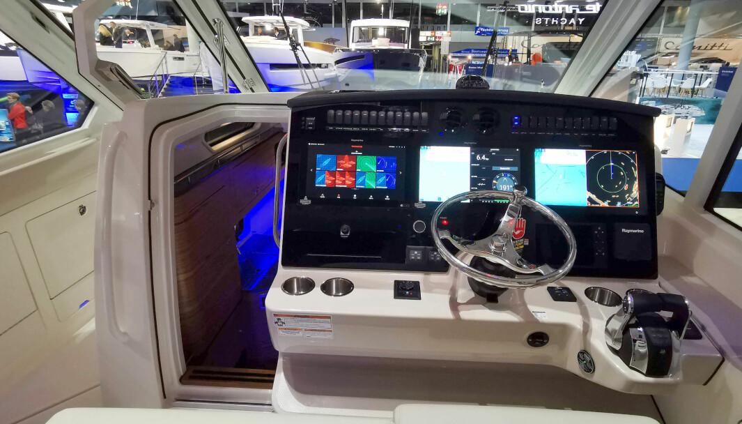 MYE OG DYRT: En godt utstyrt Boston Whaler 380 Realm kommer nok på fort over 12 millioner kroner.