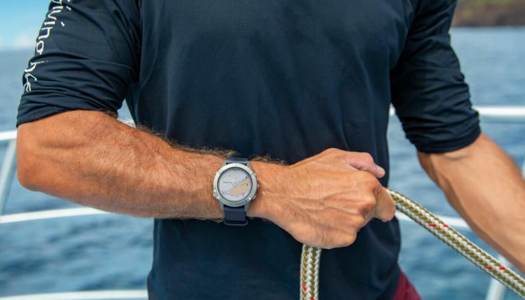 LAGET FOR BÅTBRUK: Garmin Quatix 6 er laget for bruk på sjøen.
