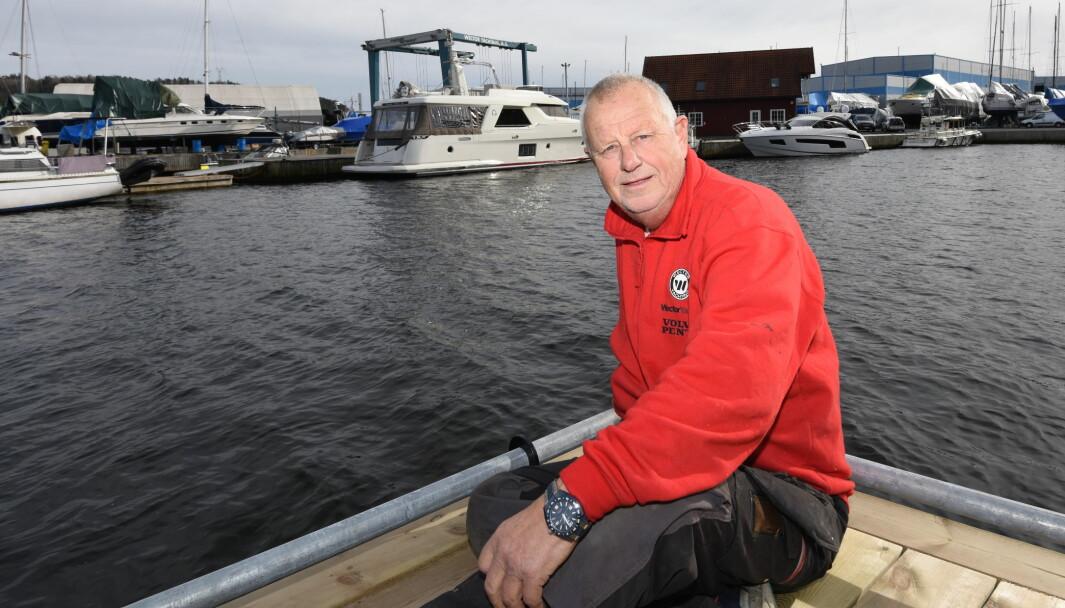 MURPHY: Thor R. Nilsen har rundt 300 båter i opplag, og kan konstatere at Murphy (han med loven) aldri tar fri om vinteren.